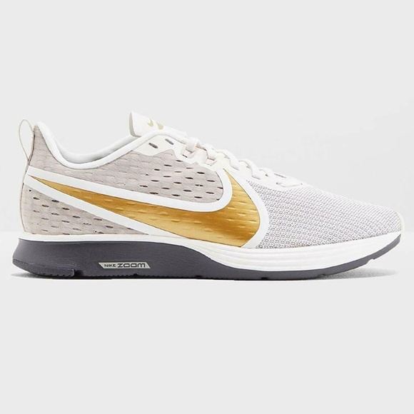 Wmns Nike Zoom Strike 2 Running Shoe